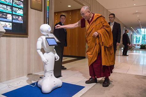Dalai Lama with robot - 13177115_10153635625212616_1994104640122033855_n