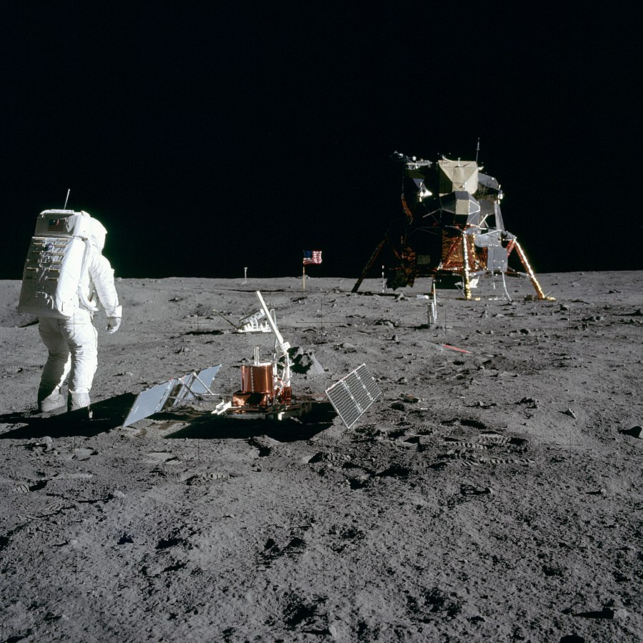 NASA moon photo from 1969 - 900px-Aldrin_Looks_Back_at_Tranquility_Base