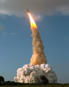 1990 launch - STS-31 lifting off, carrying Hubble into orbit - via Wikipedia - 960px-STS