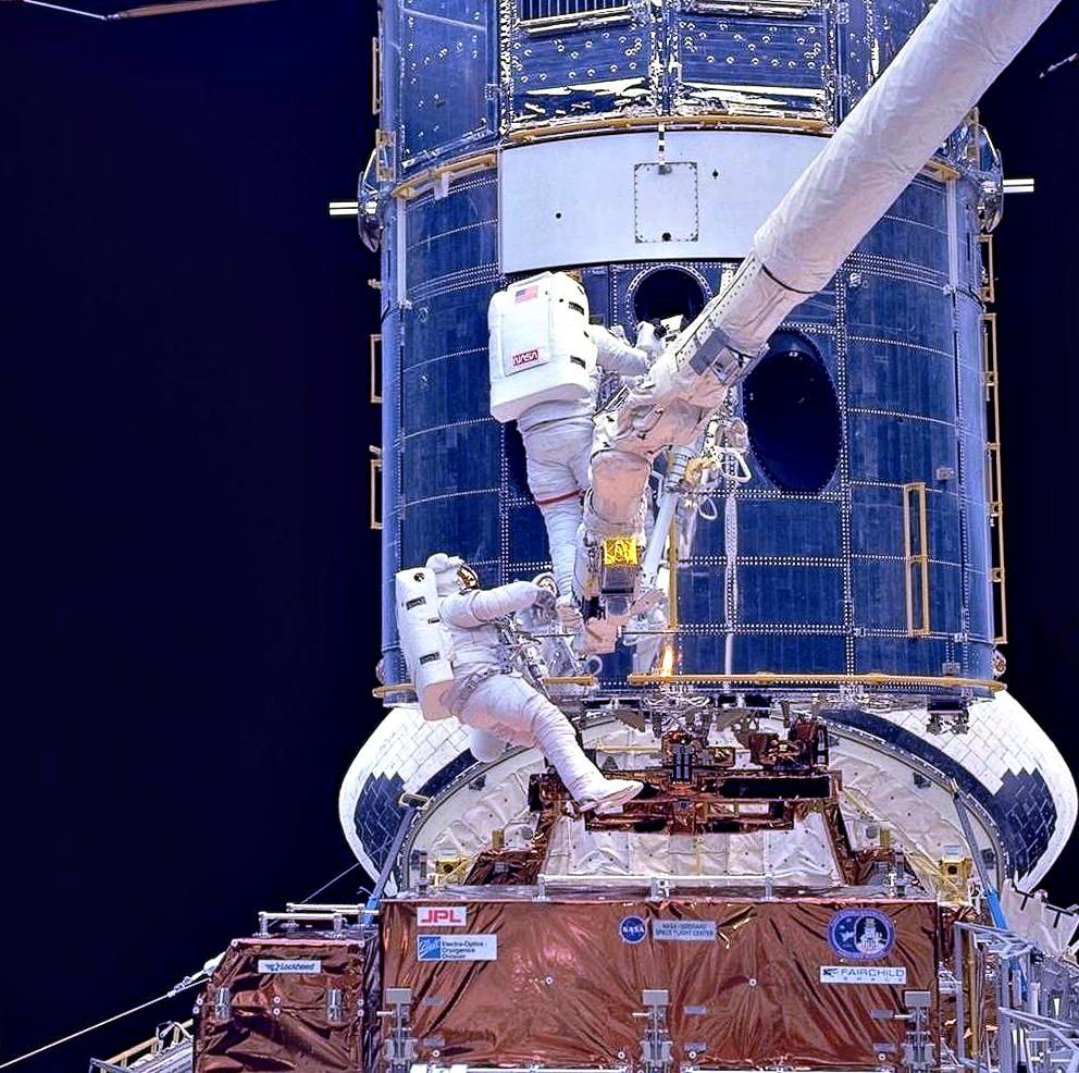 Servicing Mission 1 in December 1993 - via Wikipedia