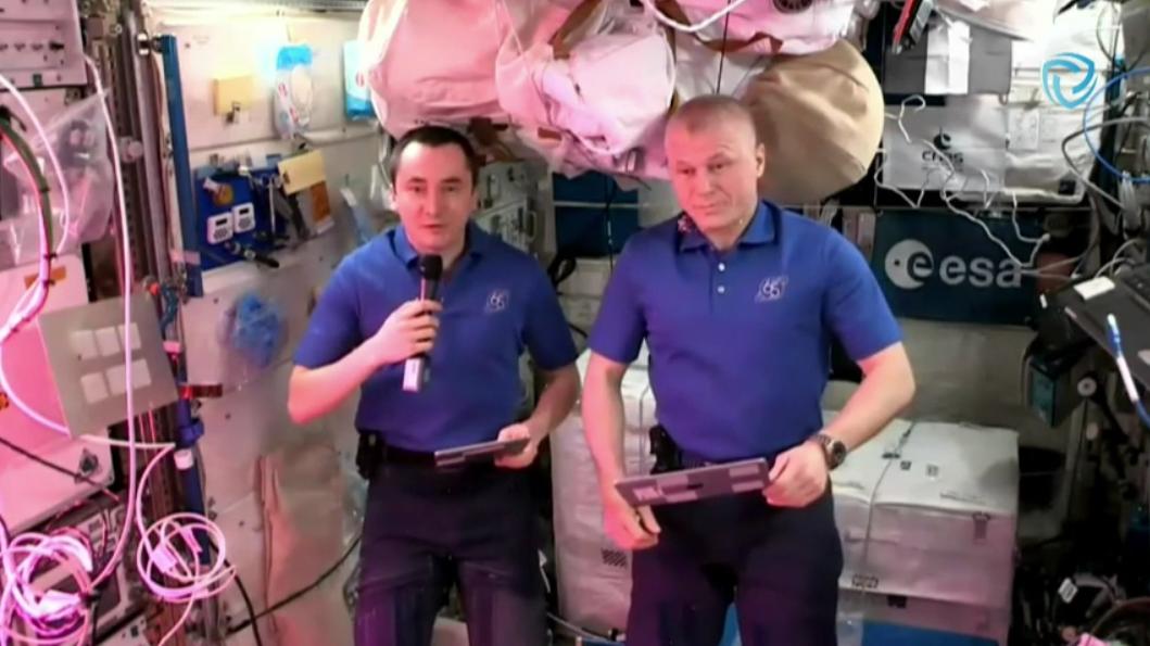 Pyotr Dubrov (left) with Oleg Novitskiy during ISS interview for Cyber Polygon 2021 (screenshot via YouTube video)